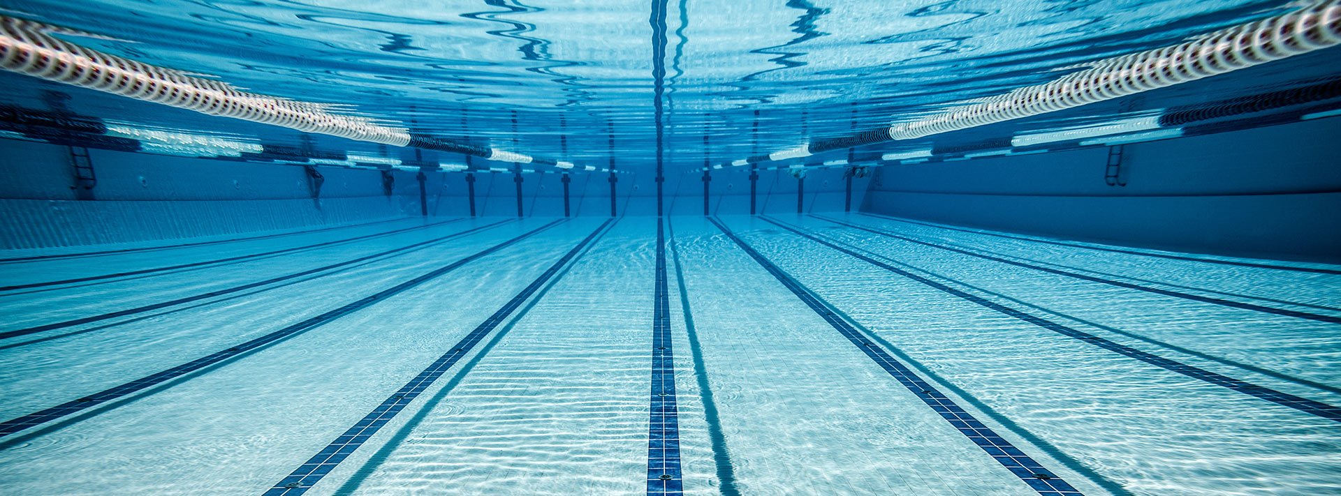 Limpieza de piscinas serpasat mantenimiento de piscinas for Limpieza fondo piscina