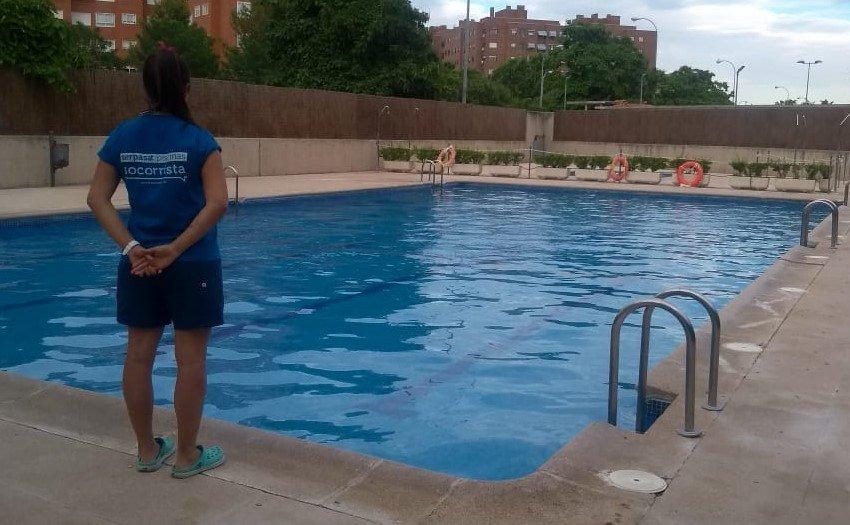 funciones de un socorrista de piscina